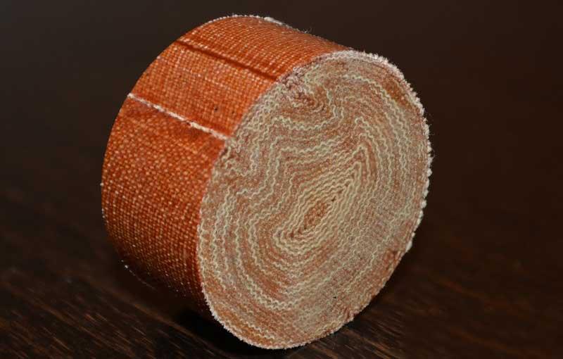 textit- elektroizolačný materiál